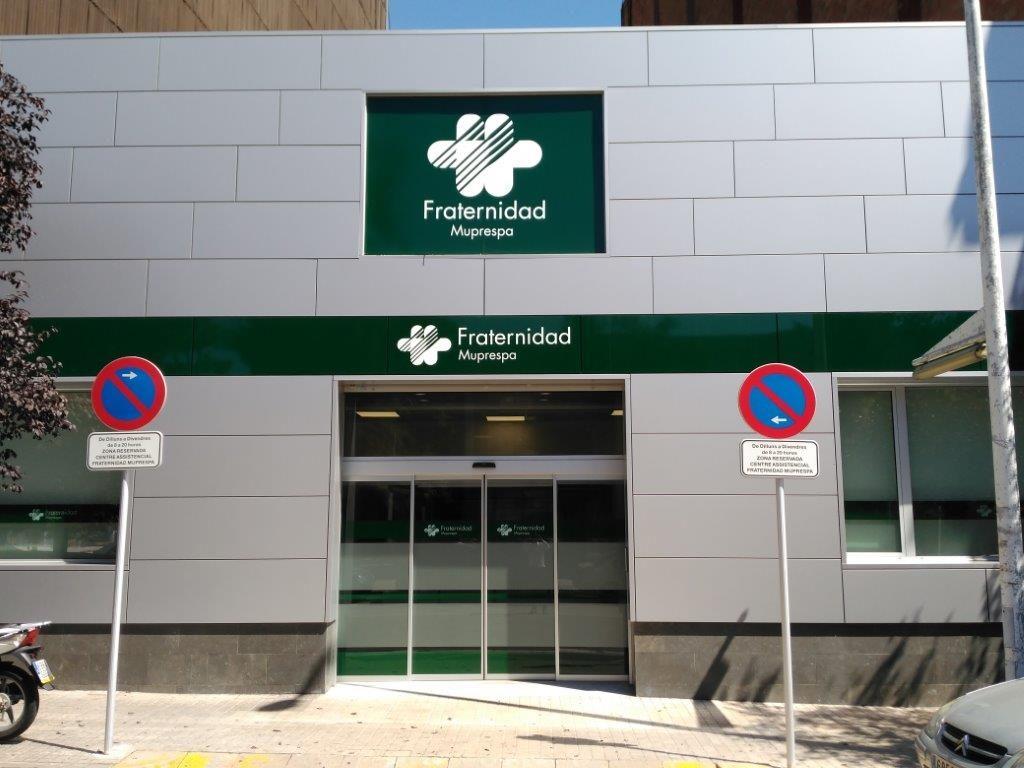 Imagen de la fachada d eun centro de Fraternidad-Muprespa que ha obtenido 5 Estrellas de la certificación de accesibilidad AIS