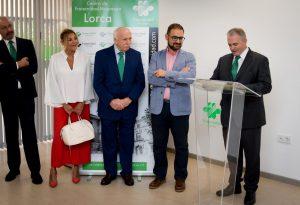 Autoridades interviniendo en el acto de inauguración del centro de Lorca