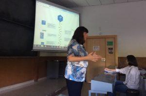 Esther Bienes Pinedo habla sobre accesibilidad ante los alumnos de Máster de Caminos