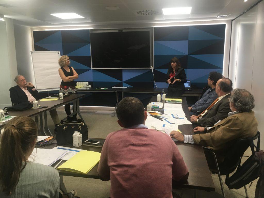 Esther Bienes Pinedo interviene durante el curso básico