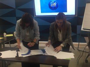 Esther Bienes y Gálata Llano firman el convenio