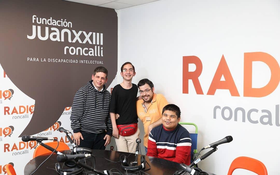 Grupo de personas en un programa de radio