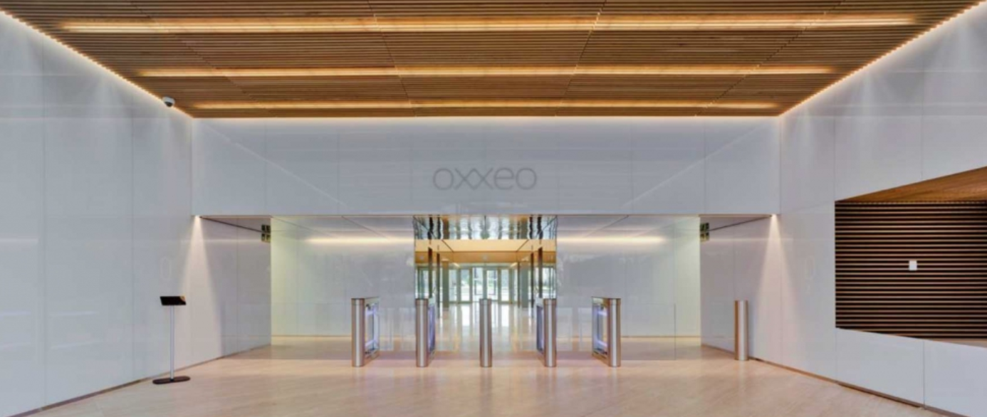 Aparece el hall de entrada del edificio Oxxeo