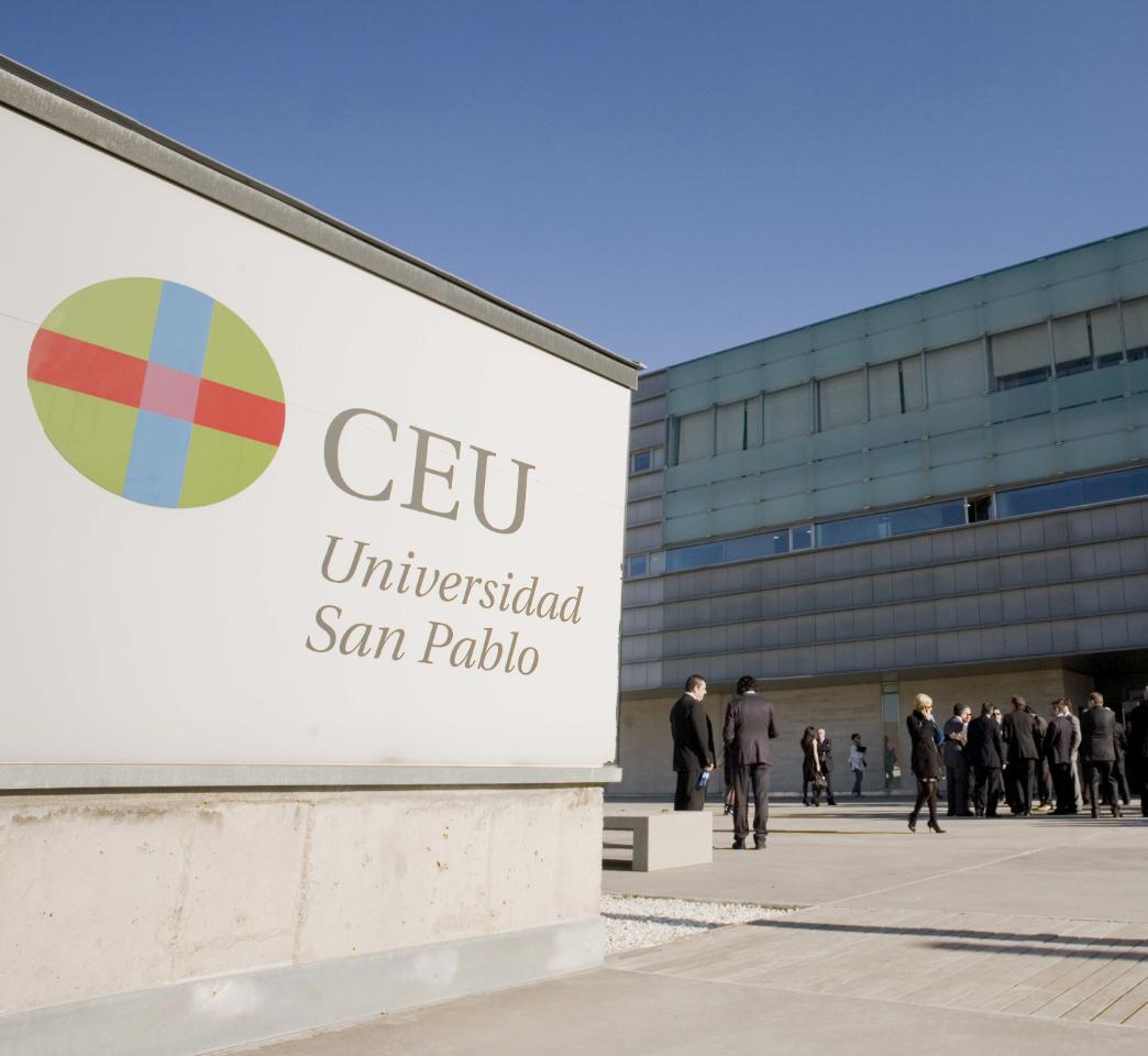 Fachada de edificio de la Universidad San Pablo CEU
