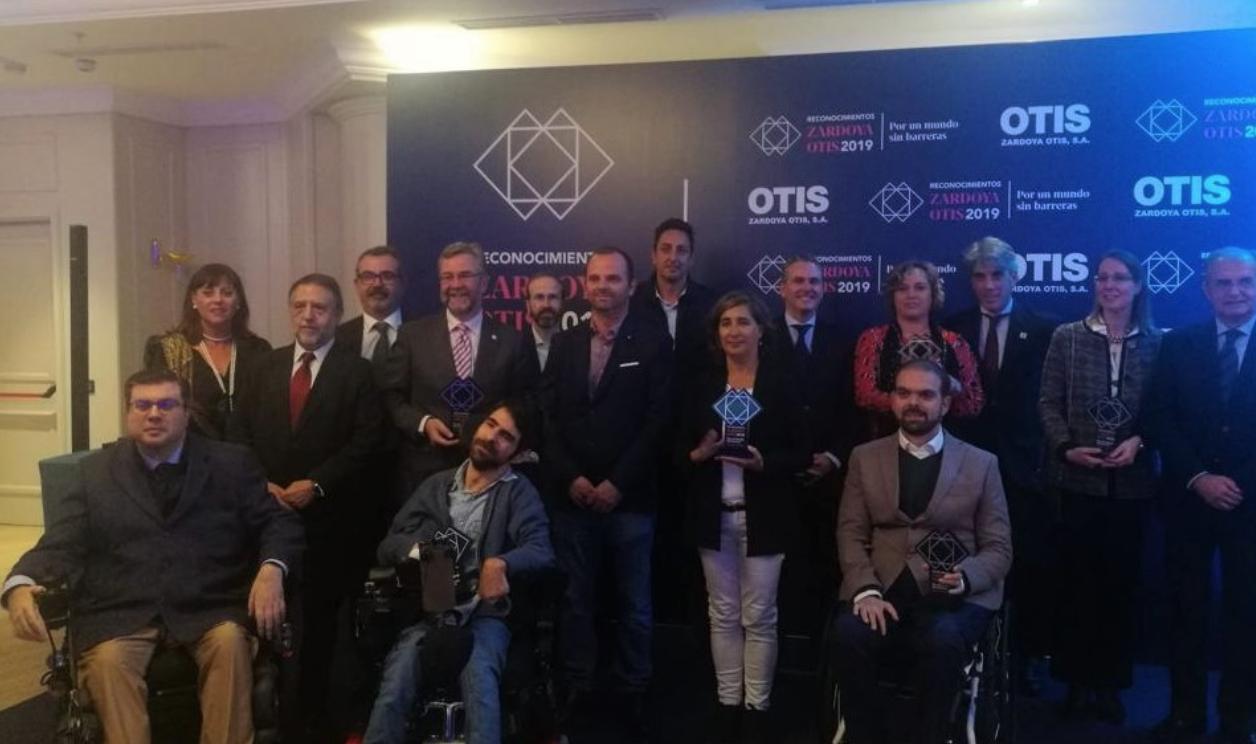 Aparece una foto de grupo de los premios de accesibilidad de OTIS
