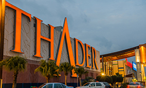 Fachada del centro comercial Thader, certificado Protocolo AIS- COVID